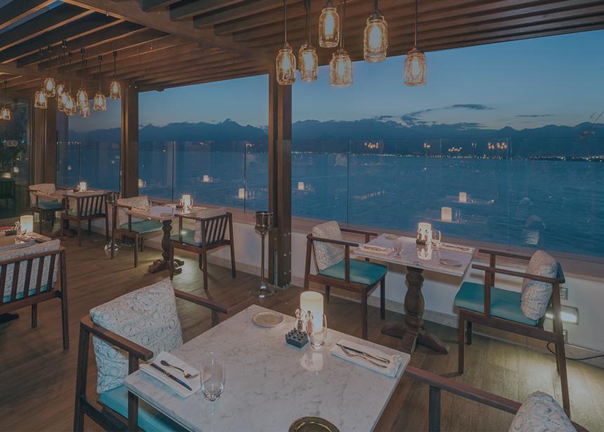 Antalya Asmani'de Özel Günlerinize Özel Pasta ve Masa Aranjmanı
